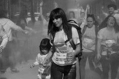 A corrida 2017 da cor em Bucareste, Romênia fotos de stock