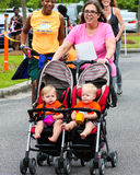 Corrida da corrida 5K das mamãs Imagens de Stock Royalty Free
