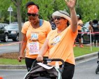 Corrida da corrida 5K das mamãs Fotos de Stock