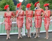 Corrida de cavalos, dia de senhoras no Ascot Fotografia de Stock Royalty Free