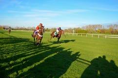 Corrida de cavalos na pista de corridas em Munich-Riem, Alemanha fotografia de stock royalty free