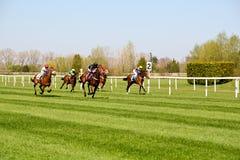 Corrida de cavalos na pista de corridas em Munich-Riem, Alemanha fotografia de stock