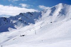Corrida de esquí de la montaña Imagenes de archivo
