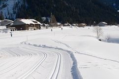 Corrida de esqui através dos campos Imagens de Stock Royalty Free