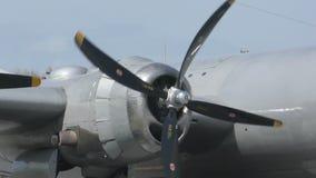 Corrida de motor velha do bombardeiro video estoque