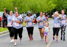 Corrida do dia 5K das mamãs Imagens de Stock