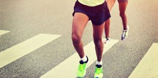Corrida dos atletas da maratona Imagem de Stock