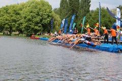 Corrida saudável do exercício do esporte dos triathletes do Triathlon Foto de Stock