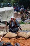 Corridas alemãs do soldado no campo de batalha Imagem de Stock