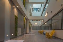 Corridoio alla moda dell'ospedale Immagini Stock Libere da Diritti
