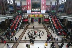 Corridoio attendente nella stazione ferroviaria di Pechino Fotografia Stock Libera da Diritti