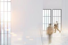 Corridoio bianco vuoto dell'ufficio, la gente Fotografia Stock Libera da Diritti
