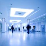 Corridoio blu del centro dell'ufficio Immagini Stock