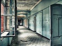 Corridoio blu trasandato Fotografie Stock
