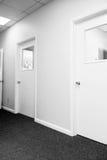 Corridoio con i portelli chiusi Fotografia Stock Libera da Diritti