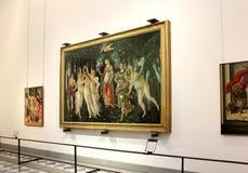 Corridoio con le pitture da Botticelli, galleria di Uffizi, Firenze Fotografie Stock