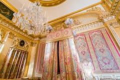 Corridoio degli specchi del palazzo famoso di Versailles fotografie stock libere da diritti