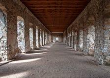 Corridoio del castello rovinato in Polonia Fotografia Stock