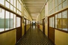 Corridoio del vecchio banco Immagini Stock