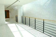 Corridoio dell'edificio per uffici Fotografia Stock