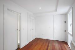 Corridoio dell'entrata della Camera con le pareti bianche Fotografia Stock Libera da Diritti