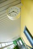 Corridoio dell'ospedale con la vigilanza Fotografia Stock