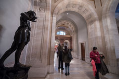 Corridoio della biblioteca pubblica di New York con la statua Fotografie Stock