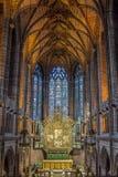 Corridoio della cattedrale di HDR con l'altare Immagine Stock