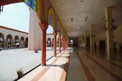 Corridoio della moschea di Putra Nilai in Nilai, Negeri Sembilan, Malesia Fotografie Stock