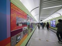 Corridoio della stazione di MTR HKU - l'estensione della linea dell'isola al distretto occidentale, Hong Kong Fotografia Stock Libera da Diritti