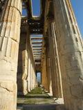 Corridoio delle colonne in un tempio greco Immagine Stock Libera da Diritti