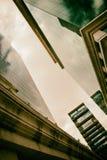 Corridoio delle costruzioni corporative in atmosfera dorata Fotografia Stock Libera da Diritti