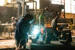 Corridoio di distribuzione di elettricità nell'industria metalmeccanica Fotografia Stock