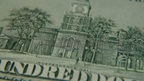 Corridoio di indipendenza su un primo piano di cento banconote in dollari video d archivio