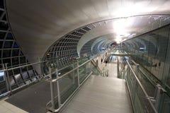Corridoio di partenza dell'aeroporto fotografie stock libere da diritti