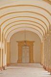 Corridoio di un convento in abbazia cluny Fotografia Stock Libera da Diritti