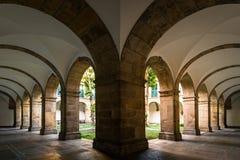 Corridoio di vecchia costruzione del monastero Immagine Stock Libera da Diritti