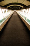 Corridoio di vetro lungo fotografia stock libera da diritti