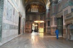 Corridoio e candeliere nel museo di Aya Sophia, Costantinopoli, Turchia Immagini Stock
