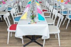 Corridoio festivo di banchetto della regolazione della tavola Fotografia Stock