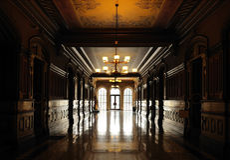 Corridoio illuminato del luogo storico immagini stock