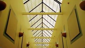 Corridoio interno con il soffitto arcato fotografie stock