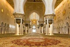 Corridoio interno di preghiera della moschea zayed sceicco fotografie stock libere da diritti