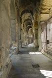Corridoio intorno ad un amphitheater romano Fotografia Stock