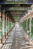 Corridoio lungo nel palazzo di estate Immagine Stock Libera da Diritti