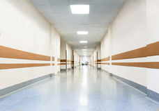 Corridoio lungo in ospedale Fotografia Stock Libera da Diritti