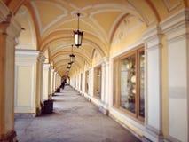 Corridoio nel centro commerciale nel centro storico di San Pietroburgo Fotografia Stock Libera da Diritti