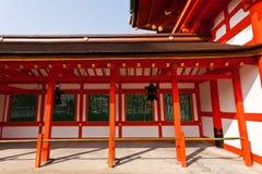 Corridoio nel santuario di Fushimi Inari-taisha fotografia stock