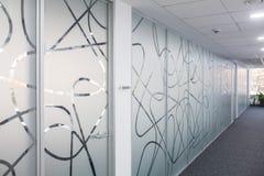 Corridoio nell'edificio per uffici Fotografie Stock