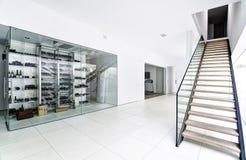 Corridoio nella villa moderna Fotografia Stock Libera da Diritti